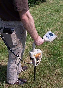 Lightweight and easy to use metal detector Rover C II.